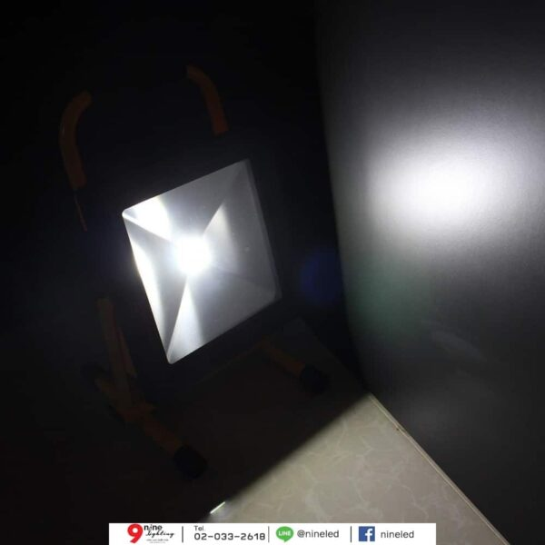 สปอร์ตไลท์ LED 10w TGD-005 รุ่นชาร์ตแบตได้ (เดย์ไลท์) IWACHI