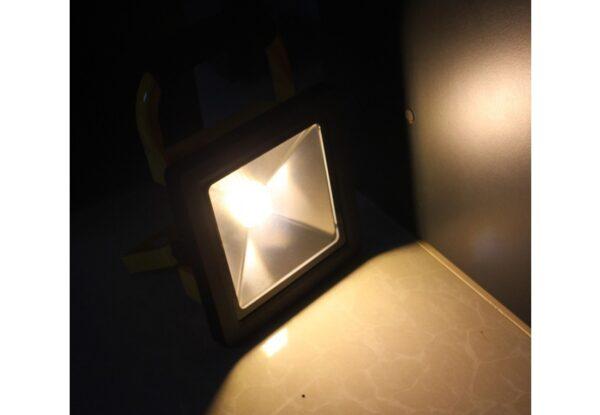 สปอร์ตไลท์ LED 50w TGD-005 รุ่นชาร์ตแบตได้ (วอร์มไวท์) IWACHI