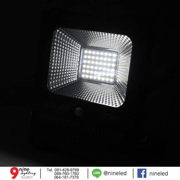 สปอร์ตไลท์ LED โซล่าเซลล์ 30w ยี่ห้อ Iwachi (แสงขาว)